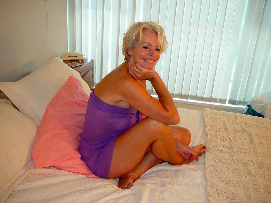 Amateur mature mom milf candid